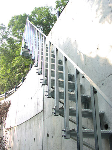 鋼製簡易階段